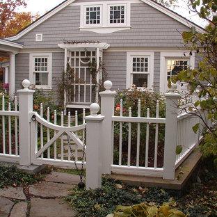 Ispirazione per un giardino chic di medie dimensioni e dietro casa con pavimentazioni in pietra naturale