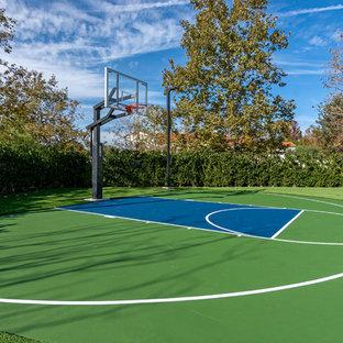 Klassischer Garten mit Sportplatz in Orange County