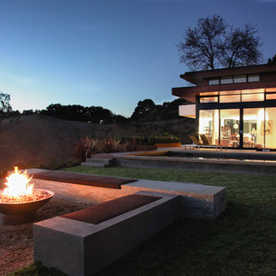 This is an example of a modern backyard gravel landscaping in San Francisco with a fire pit.