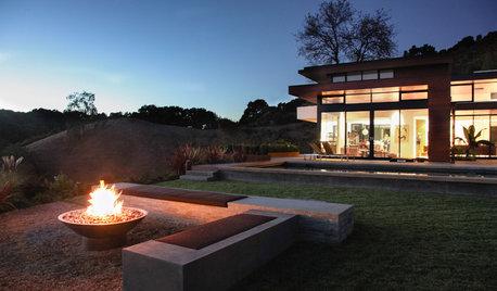 暖炉は室内でなく庭に置く。冬の焚き火を楽しむ