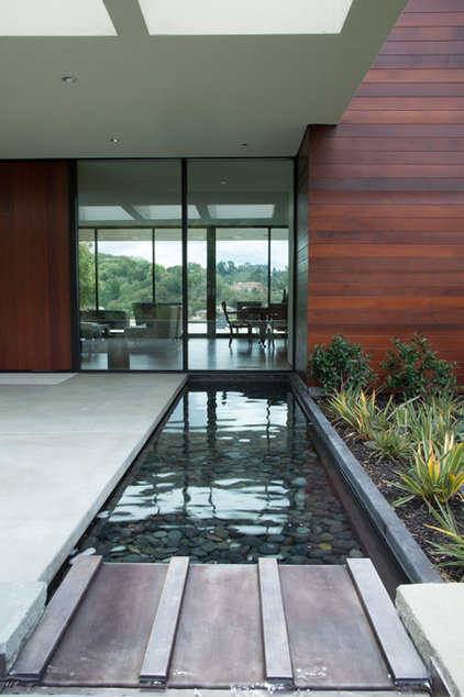 Modern Landscape by Thuilot Associates