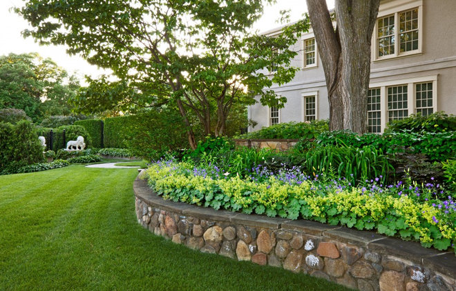 Front yard flower bed ideas photograph front yard area f for Backyard flower bed ideas