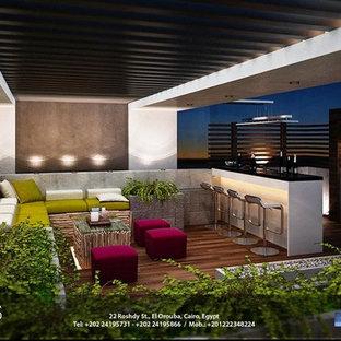 Idee per un grande giardino moderno in ombra sul tetto in estate con fontane e pedane