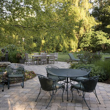 Traditional Landscape by James Martin Associates