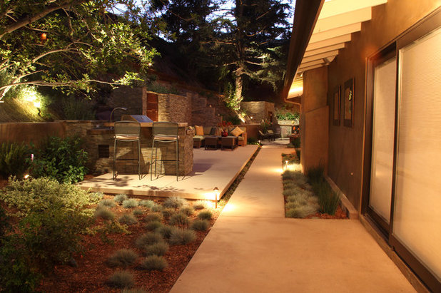 Contemporary Landscape by FormLA Landscaping