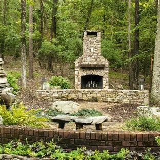 Uriges Garten im Innenhof mit Kamin in Birmingham