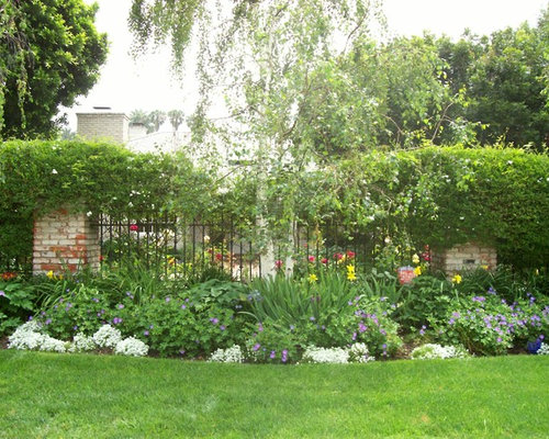 Flower bed fence houzz for Flower bed fencing