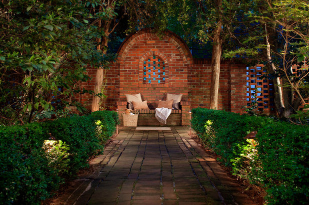 American Traditional Garden by Outdoor Lighting Perspectives