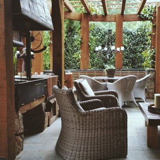 Inspiration for a transitional landscaping in Atlanta.