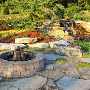 Imagen de jardín tradicional con adoquines de piedra natural