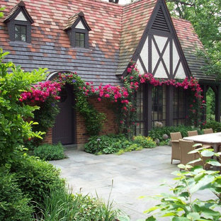 Design ideas for a traditional front yard stone garden path in Chicago.