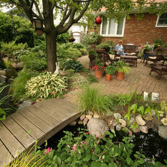 traditional landscape by Aquascape Inc.