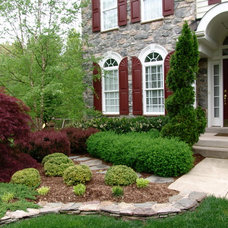 Traditional Landscape by Advantage Landscaping