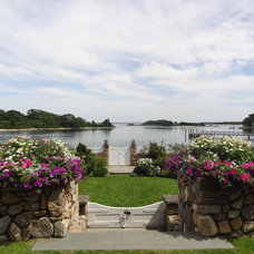 Traditional Landscape by Maria Hickey & Associates Landscapes