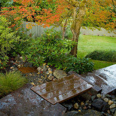 Traditional Landscape by Choice Construction