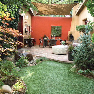 Inredning av en medelhavsstil trädgård, med en vertikal trädgård