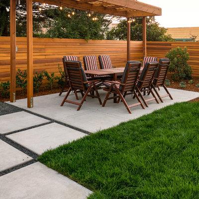 Photo of a small modern full sun backyard formal garden in San Francisco.