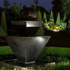 Traditional Landscape by NiteLites of Kansas City Outdoor Lighting