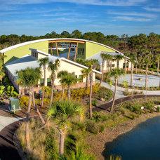 Modern Landscape by DWY Landscape Architects