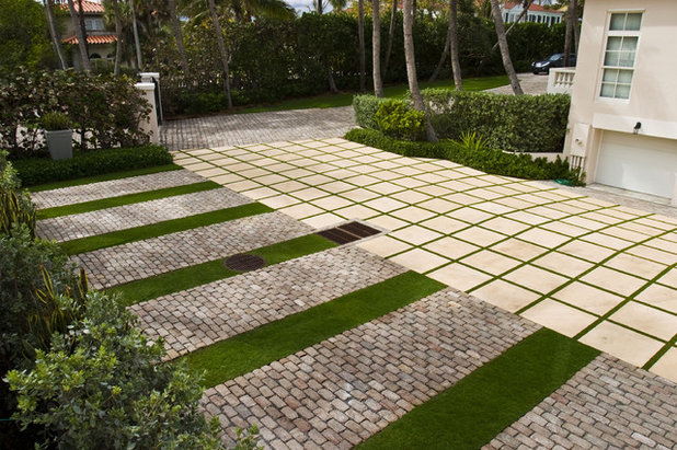Contemporary Landscape by Blakely and Associates Landscape Architects, Inc.