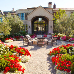 traditional landscape by BERGHOFF DESIGN GROUP