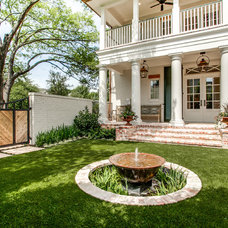 Traditional Landscape by Hawkins-Welwood Homes