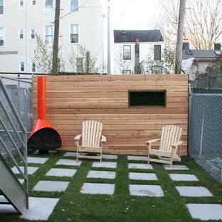 Moderner Garten mit Kamin in New York