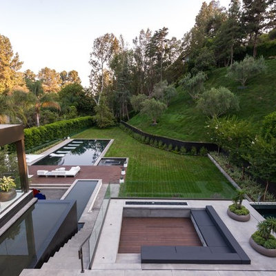 This is an example of a huge modern full sun backyard gravel landscaping in Los Angeles for summer.