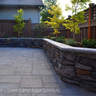 Inspiration for a contemporary landscaping in Portland.