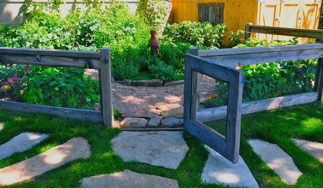 Eclectic Landscape by Designscapes Colorado Inc.