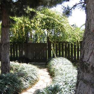 Idee per un giardino tradizionale in ombra nel cortile laterale