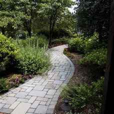Traditional Landscape by Horizon Landscape Company
