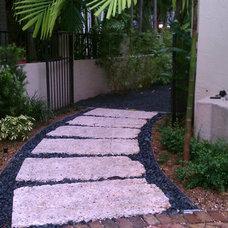 Tropical Landscape by Cortada Landscape Design