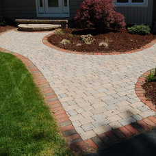 Traditional Landscape by E. Wyse Nurseries, Inc.