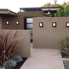 modern landscape by Luciole Design Inc.