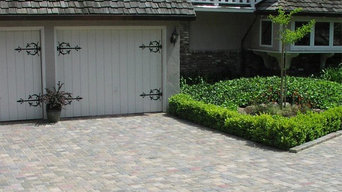 Paver Driveway. Traditional Home