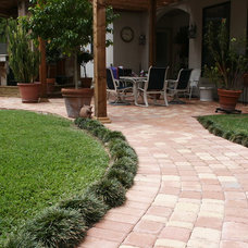 Traditional Landscape by Bellaire Pavers