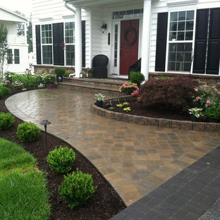 Inspiration for a mid-sized traditional front yard brick landscaping in Wilmington.