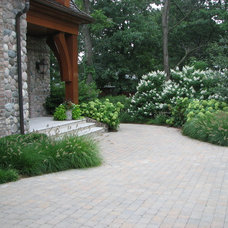 Traditional Landscape by Mark M. Holeman, Inc.