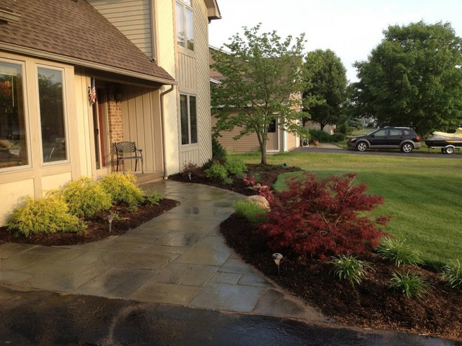 Traditional Landscape by Arlington Landscape