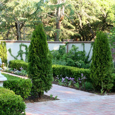Traditional Landscape by Frank & Grossman Landscape Contractors, Inc.