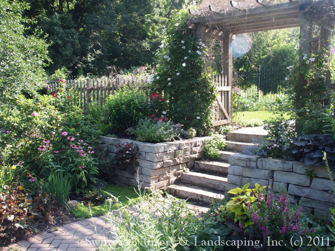 Traditional Landscape by Switzer's Nursery & Landscaping, Inc.