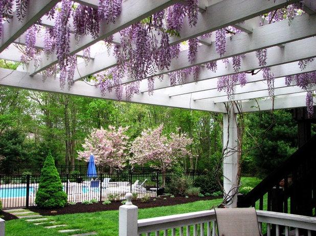 American Traditional Garden by Garden Tech Horticultural Services LLC