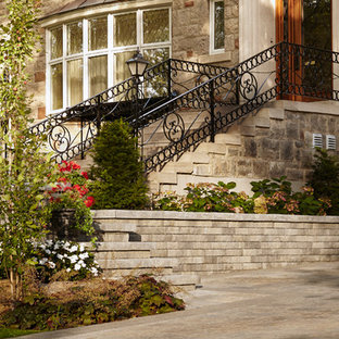 Inspiration for a traditional landscaping in Montreal.