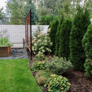Idée De Décoration Pour Un Grand Jardin Potager Arrière Vintage Avec Un  Paillis.
