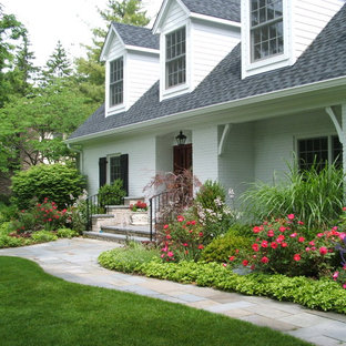 Photo of a traditional front yard stone landscaping in Chicago.