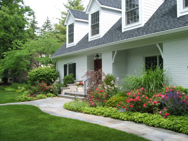 Traditional Landscape by Milieu Landscaping
