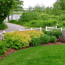 Traditional Landscape by Piscataqua Landscaping & Tree Service
