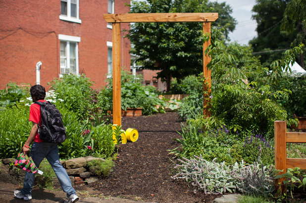 Art Edibles and Community Make Magic in a Pittsburgh Garden