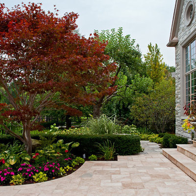 Inspiration for a traditional front yard stone flower bed in Toronto.